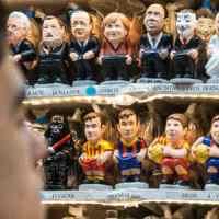 Dalle statuette di San Gregorio Armeno ai Caganer di Barcellona: quando il calcio entra nel presepe