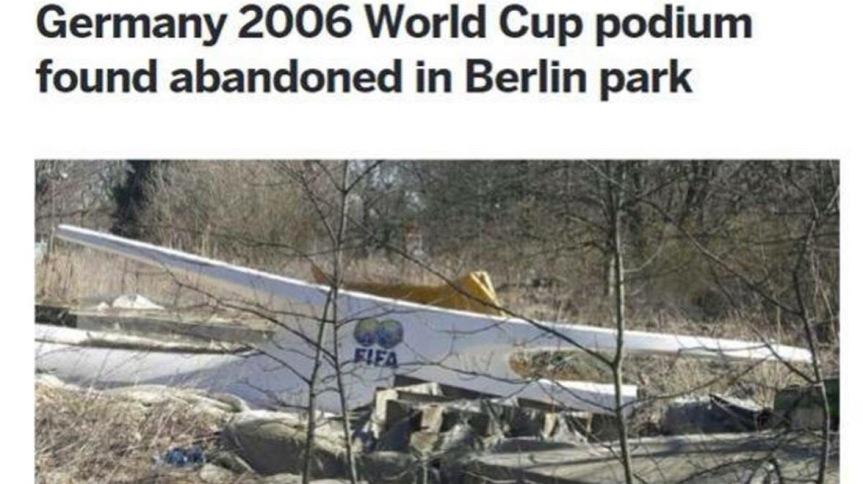 """Il podio dell'Italia Mondiale abbandonato in un parco a Berlino: """"Nessuno lo havoluto"""""""