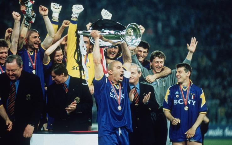 Champions, si torna al passato: a Cardiff premiazione incampo