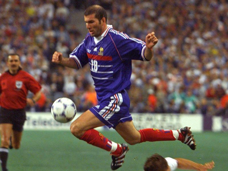 Da Zidane a Thuram, il calcio francese scende in campo conMacron